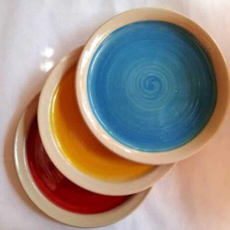 צלחות צבעוניות מקרמיקה