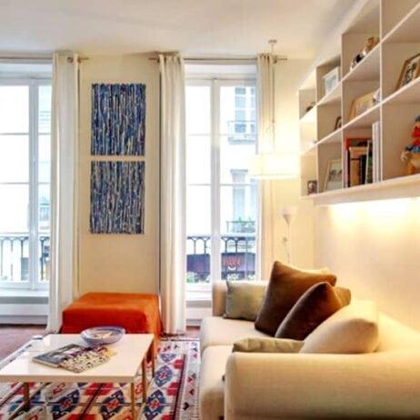 ציורים בדירה פריזאית