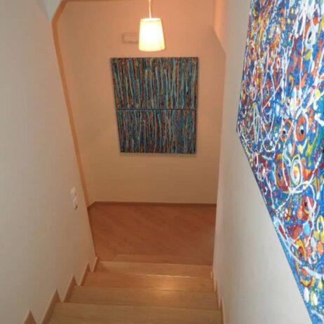 תמונה בגרם מדרגות בוילה ביוון
